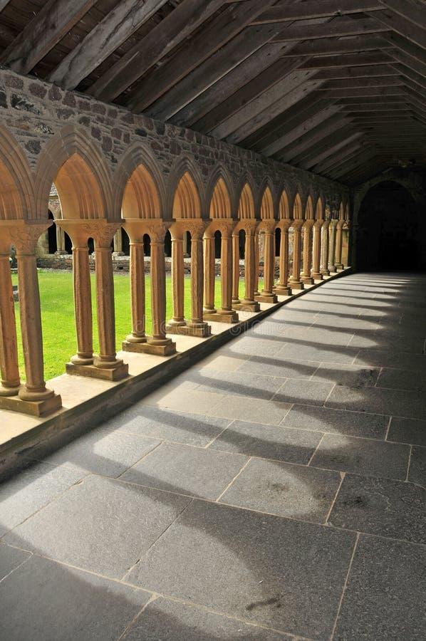 Claustro da abadia de Iona imagem de stock