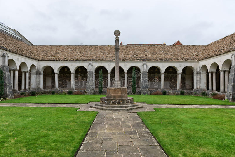 Claustro da guerra na faculdade de Winchester, Winchester, Reino Unido fotos de stock royalty free