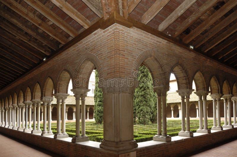 Claustro de la iglesia de Jacobins en Toulouse, fotografía de archivo libre de regalías