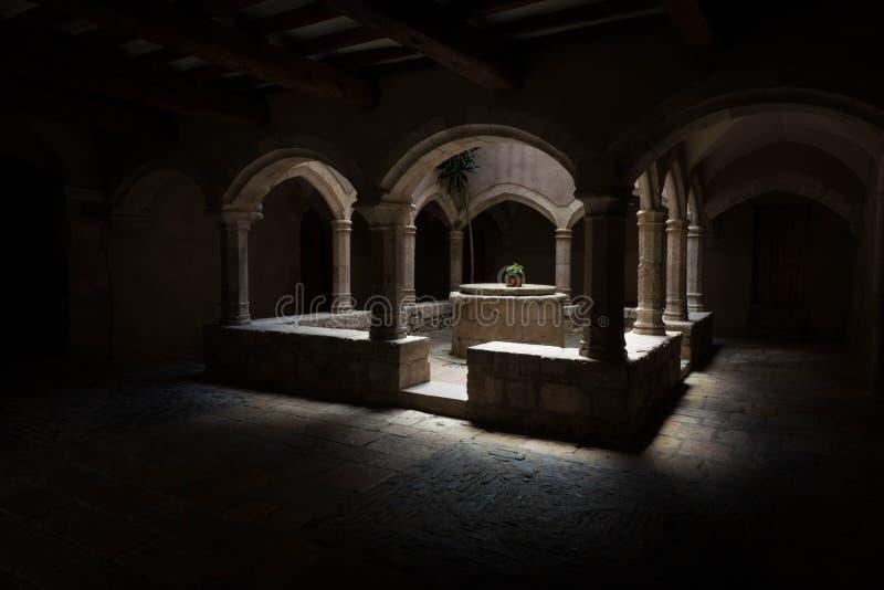 Claustro del monasterio de Santes Creus fotografía de archivo libre de regalías