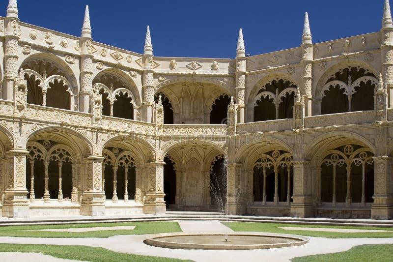 Claustro do monastério de Jeronimos fotografia de stock royalty free