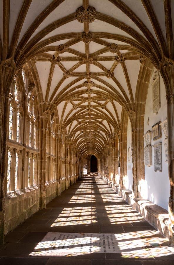 Claustro en la catedral de los receptores de papel fotos de archivo libres de regalías