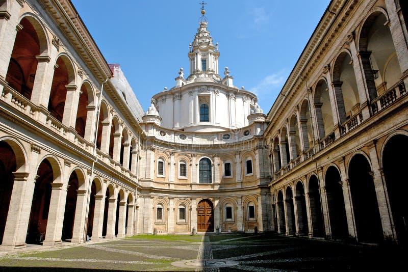 Claustro italiano da igreja imagem de stock royalty free