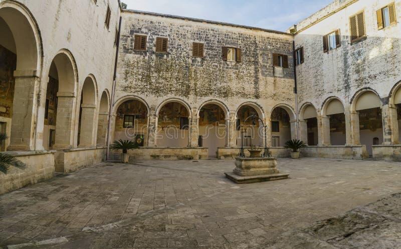 Claustro, monasterio, galatina del St. Catherine imagenes de archivo