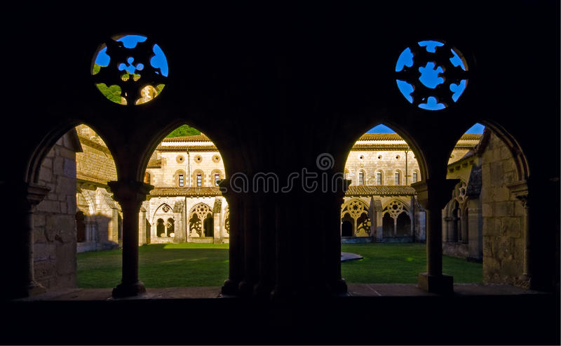 Claustro Navarra del monasterio de Iranzu. fotografía de archivo