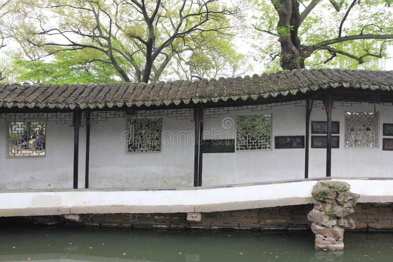 Claustro no jardim de Zhuozheng, Suzhou China foto de stock