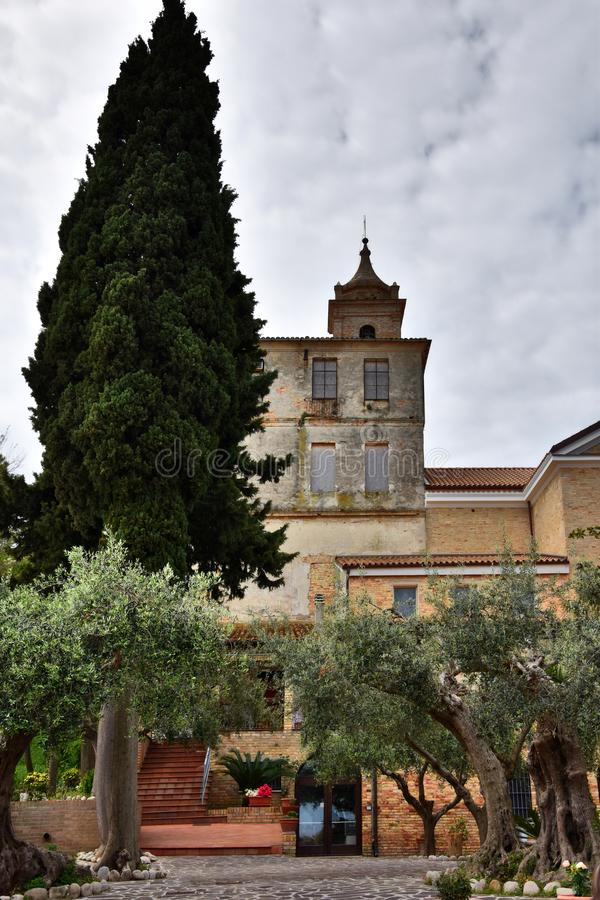 Claustro y santuario Madonna del esplendor fotografía de archivo