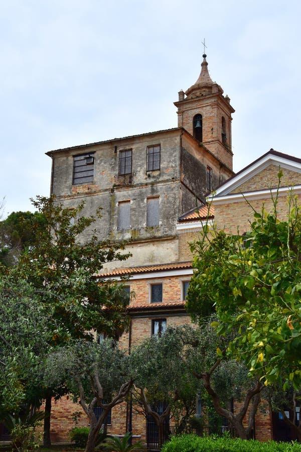 Claustro y santuario Madonna del esplendor fotografía de archivo libre de regalías