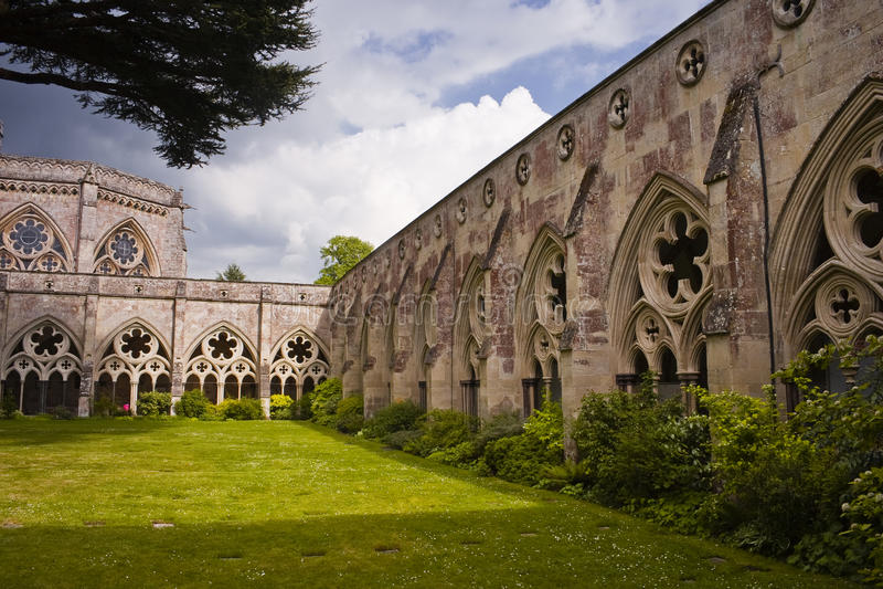 Claustros de la catedral de Salisbury imágenes de archivo libres de regalías