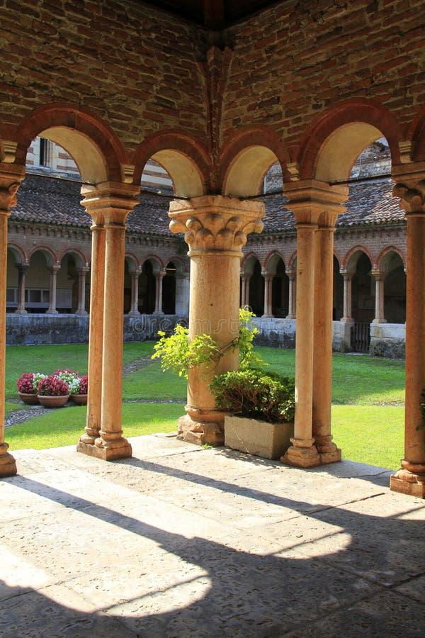 Claustros de San Zeno Maggiore, Verona, Italia fotografía de archivo libre de regalías