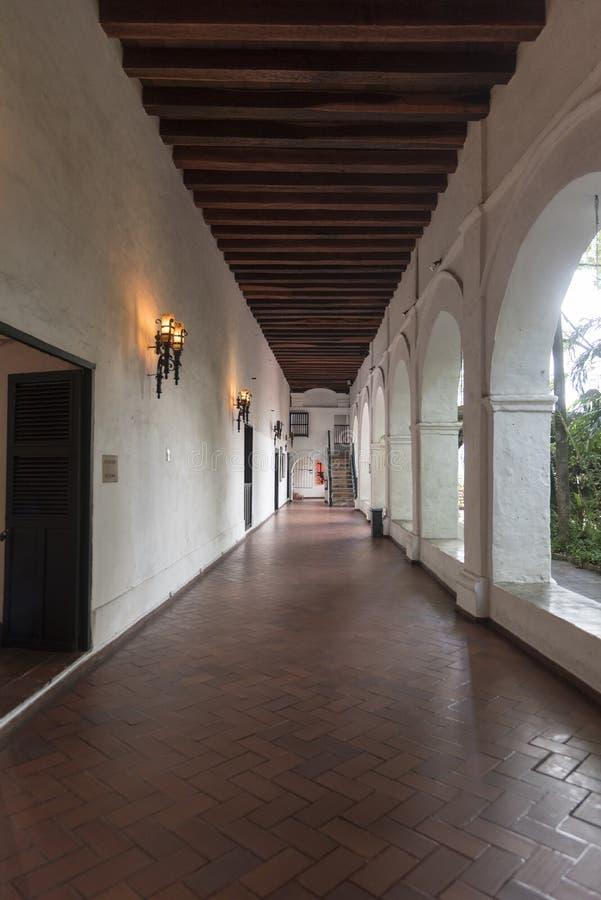 Claustros en el Parroquia San Pedro Claver, Cartagena fotografía de archivo libre de regalías