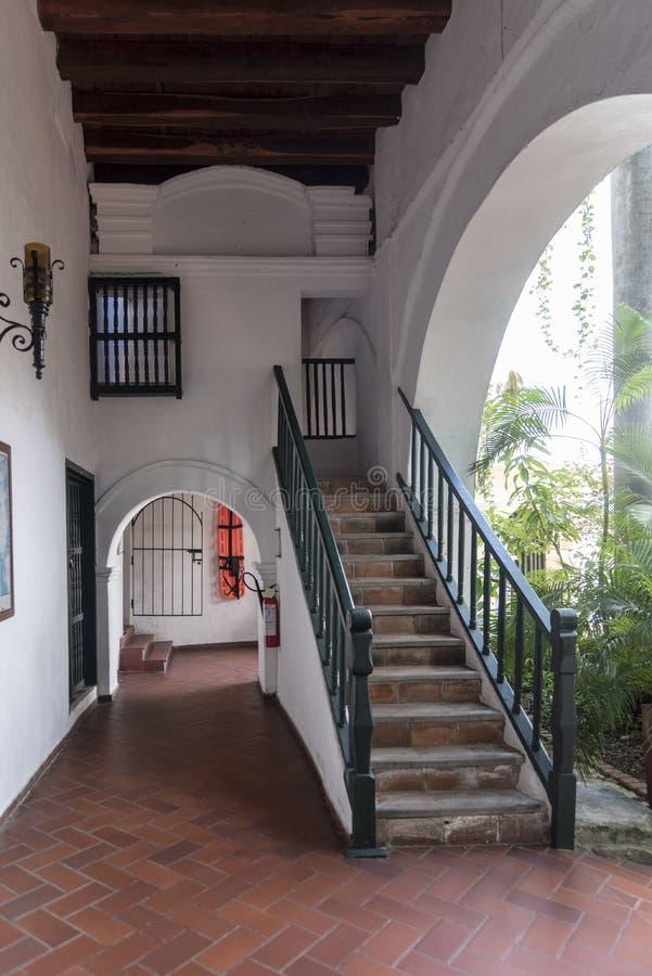 Claustros en el Parroquia San Pedro Claver, Cartagena fotos de archivo