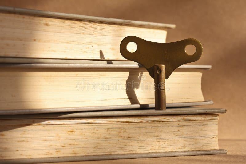 Clave de cobre amarillo antiguo de la devanadera foto de archivo libre de regalías