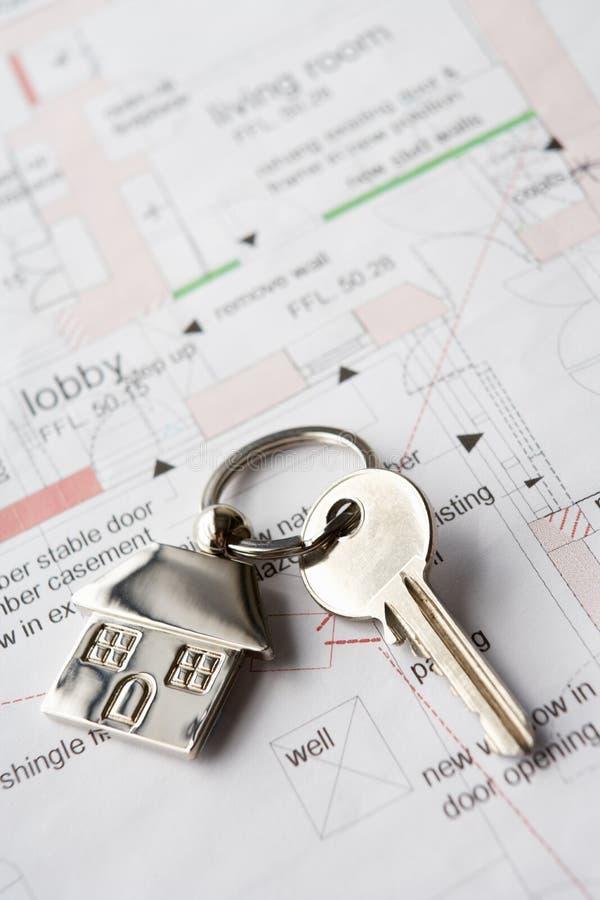 Clave de la casa en planes imagen de archivo libre de regalías