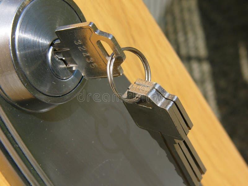 Clave de la puerta fotografía de archivo