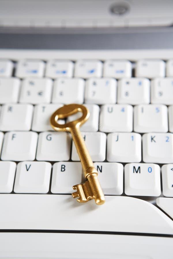 Download Clave De Oro En La Computadora Portátil Imagen de archivo - Imagen de seguridad, monitor: 7285005