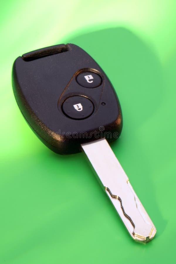 Clave del coche en verde imagen de archivo libre de regalías