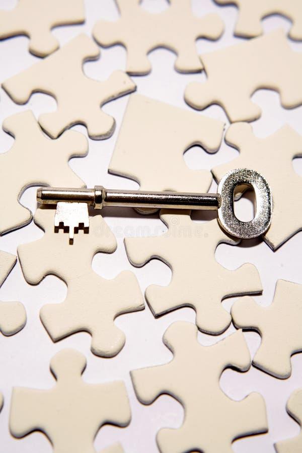 Clave en rompecabezas foto de archivo libre de regalías