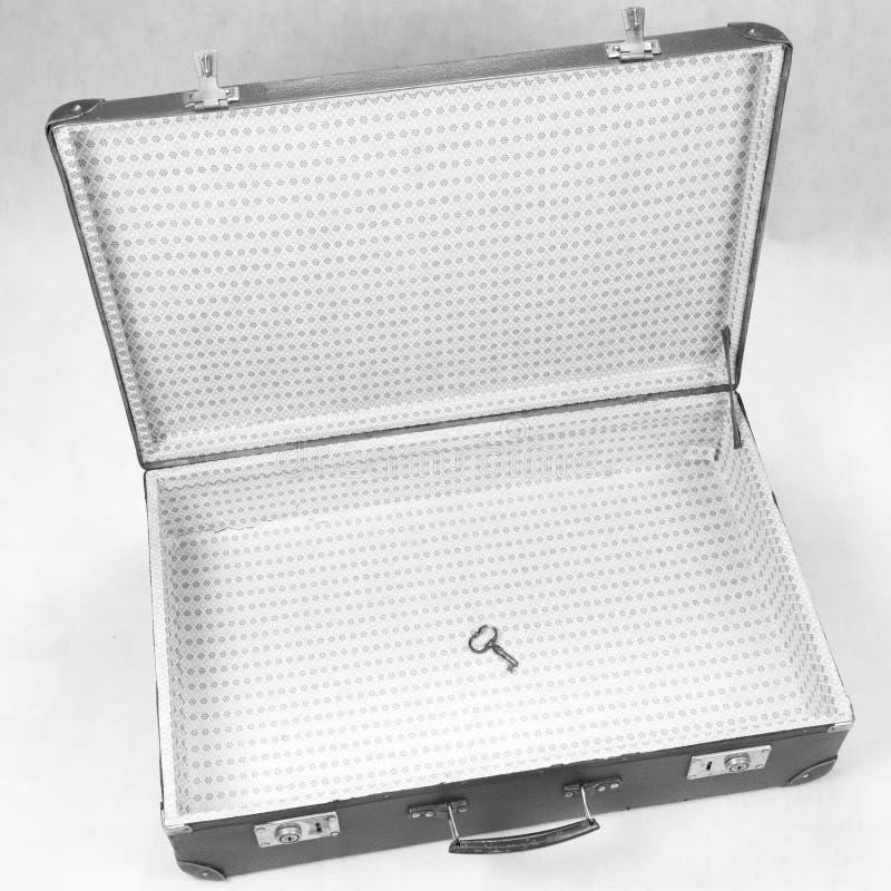Clave en una maleta foto de archivo libre de regalías