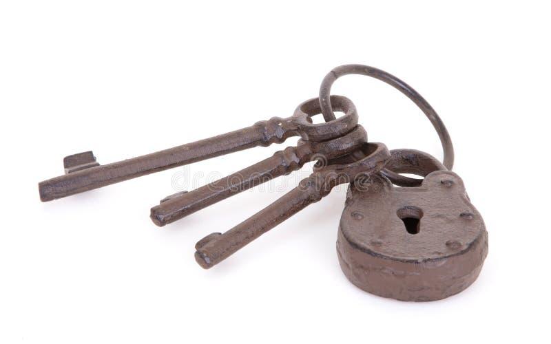 Claves antiguos en un anillo imagen de archivo libre de regalías