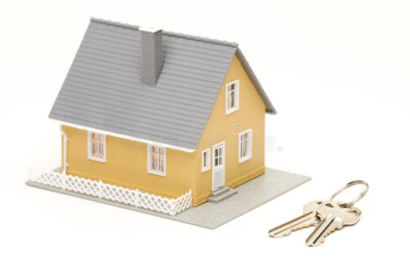 Claves y casa foto de archivo