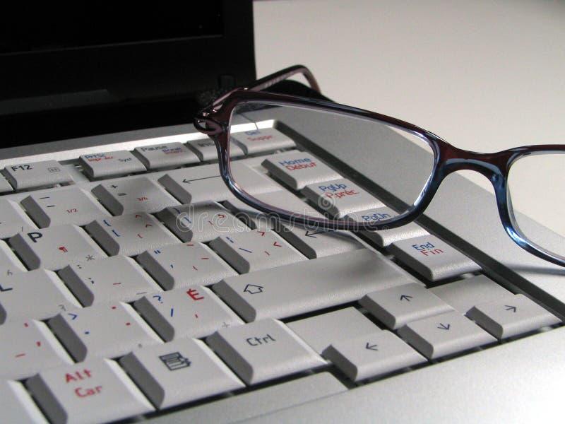Clavier avec des lunettes image stock
