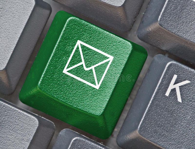 Clavier avec la clé avec le symbole d'email photographie stock