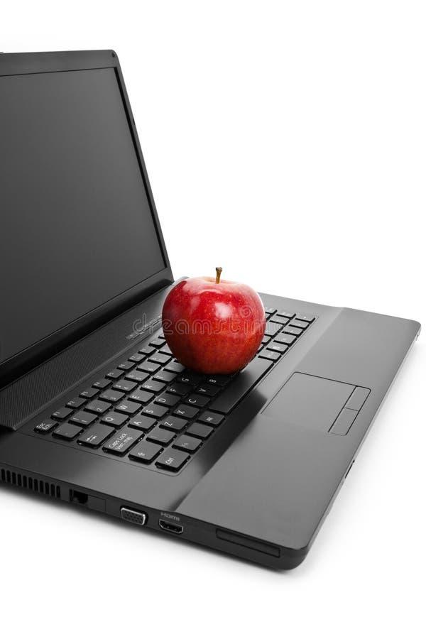 Clavier d'ordinateur et pomme rouge photo libre de droits