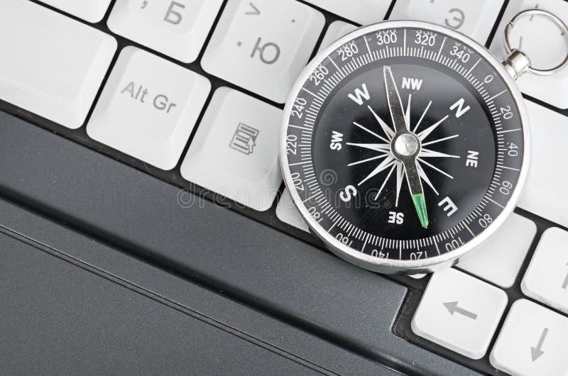 Clavier d'ordinateur et rétro compas photo libre de droits