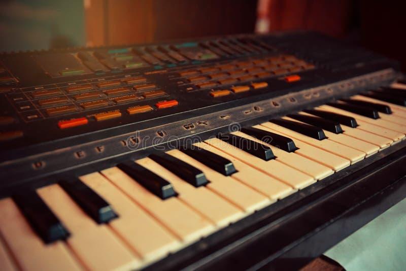 Clavier de piano électronique photo stock