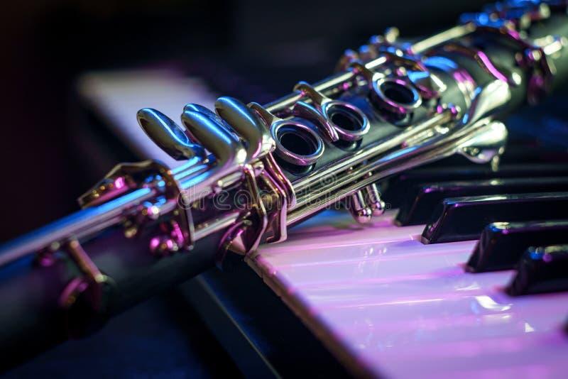 Clavier de piano de clarinette de représentation photo stock