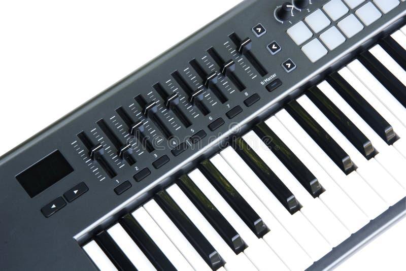 clavier de synthétiseur avec l'affaiblisseur et le contact image libre de droits
