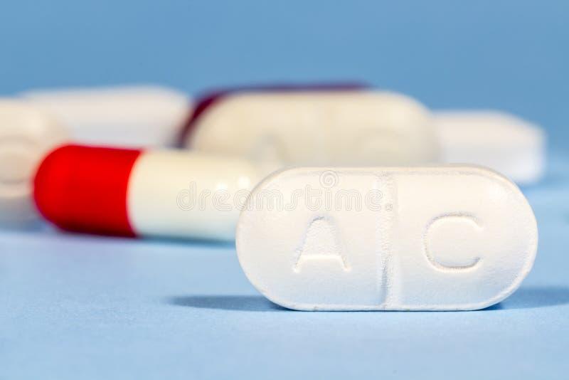 clavulanic酸普通药片  有人形 免版税库存照片