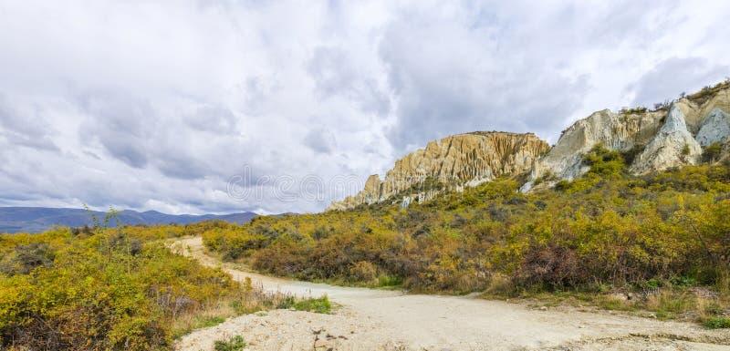 Clay Cliffs in Neuseeland lizenzfreie stockbilder