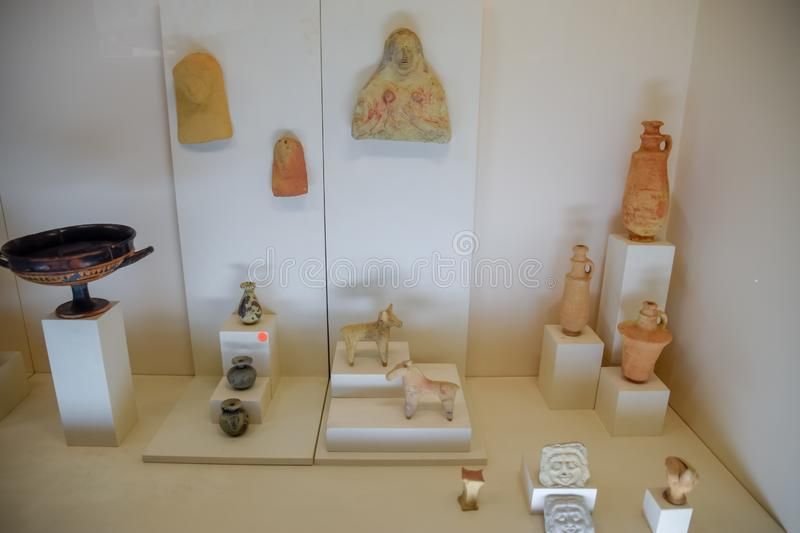 Clay and metal dishes and clay figurines and figurines in the museum of antiquity of Antalya. Antalya, Turkey - May 20, 2019: Clay and metal dishes and clay stock images