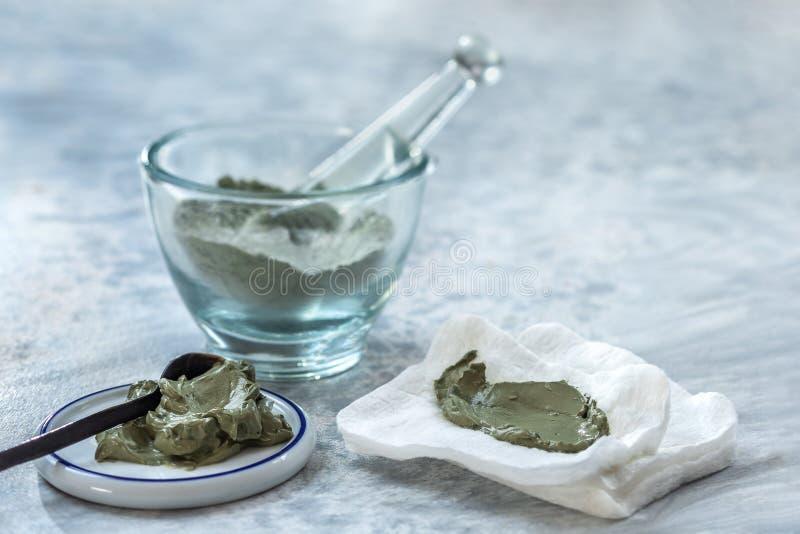 Clay Spa et concept médical : Clay Poultice Use It pour soulager l'inflammation, pour l'abcès, kyste, arthrite, avantage de soins images stock