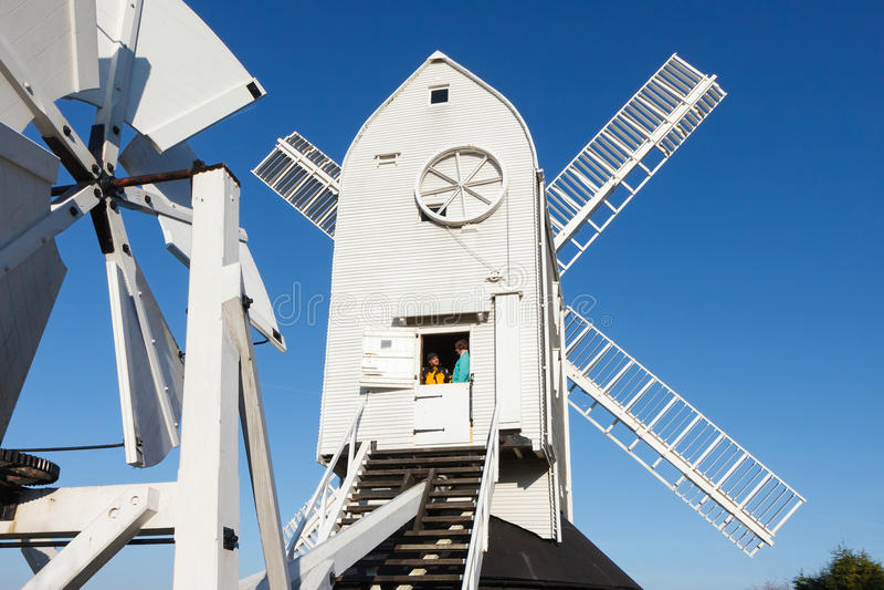 CLAYTON ÖSTLIG SUSSEX/UK - JANUARI 3: Jill Windmill på en vinter`, arkivbilder