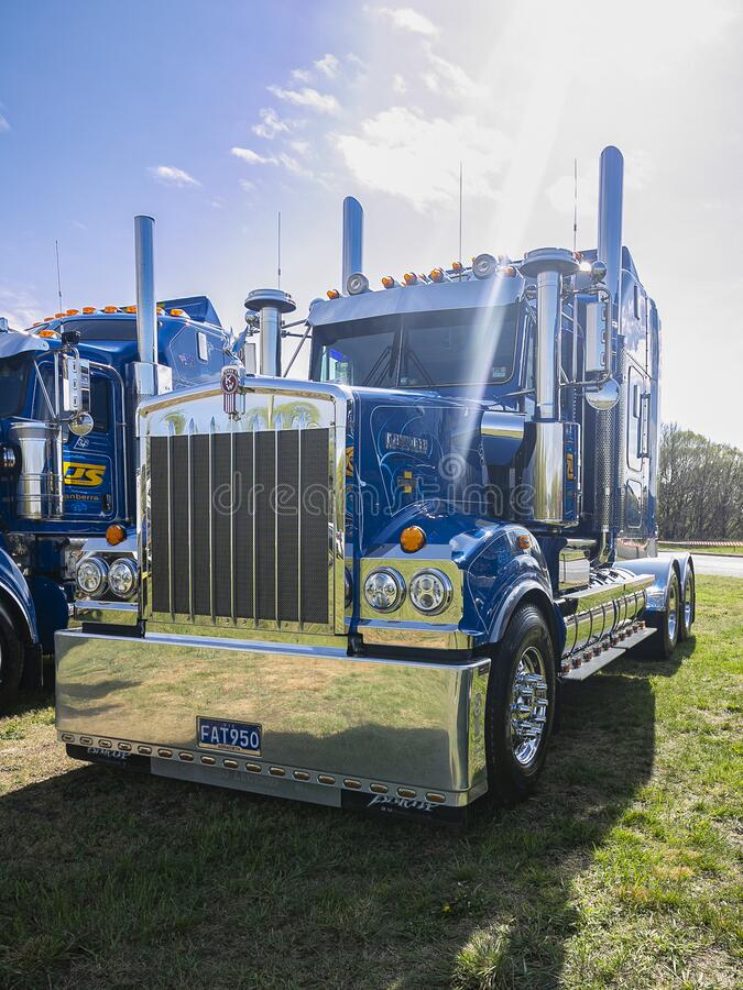 Free Clean And Polished Blue Kenworth Truck Stock Photos - 184953503