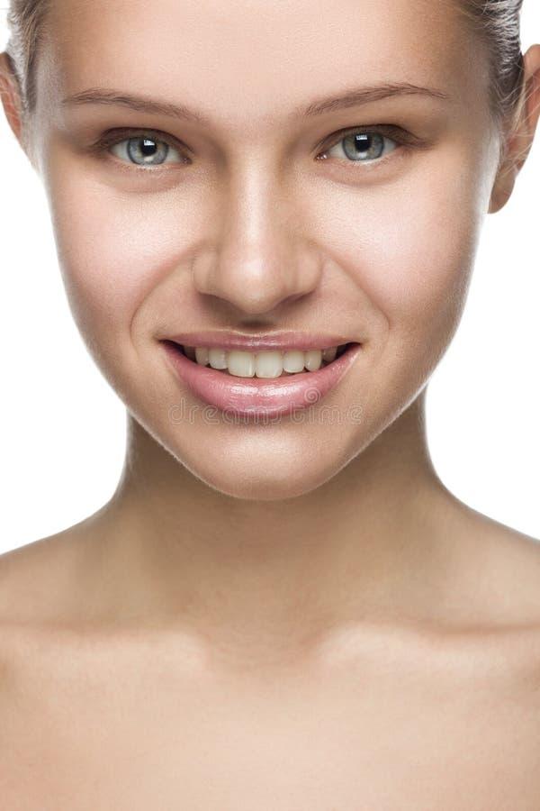Clean skönhetstående för Frontal closeup av ett blont arkivbild