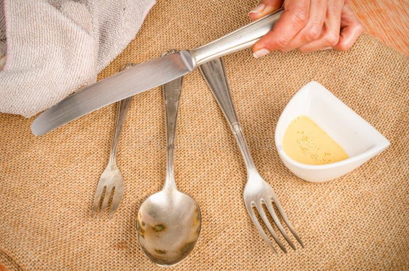 Download Cleanign silverware zdjęcie stock. Obraz złożonej z płótno - 65225582