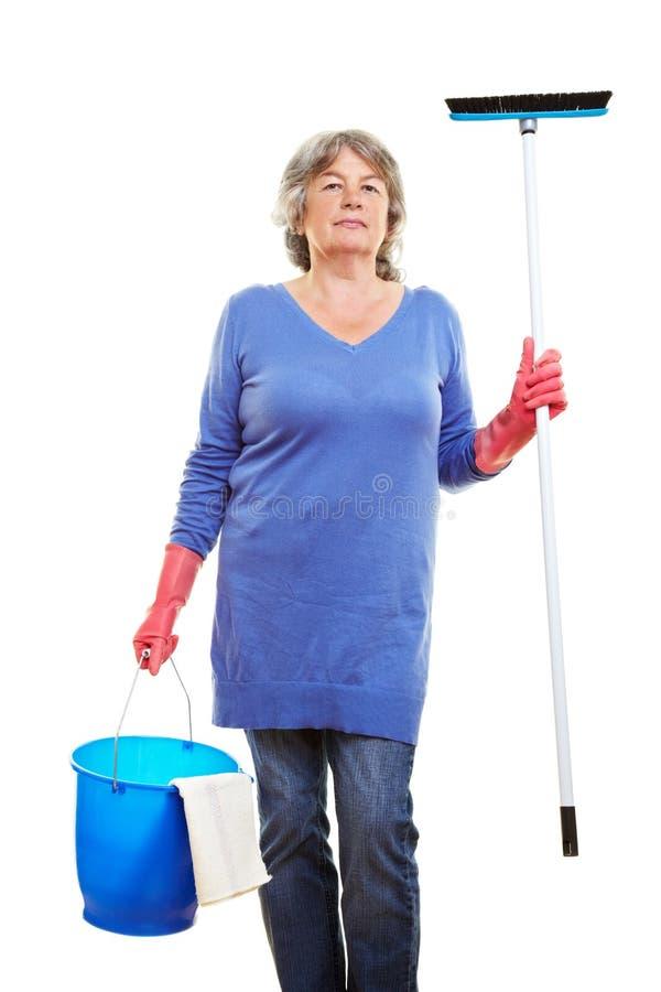 cleaningåldringkvinna royaltyfri foto