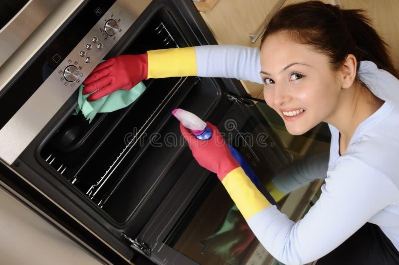cleaning dziewczyny dom
