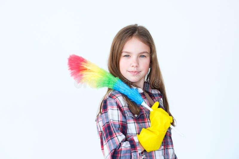 Cleaning gospodarstwa domowego obowiązek domowy dziewczyny pomagiera rękawiczki duster obrazy royalty free