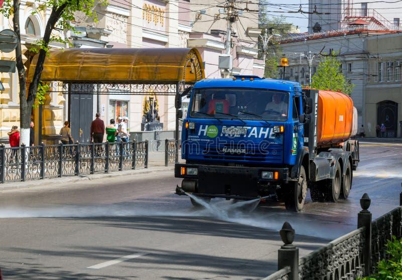 Cleaning miasto ulicy z pralką fotografia stock