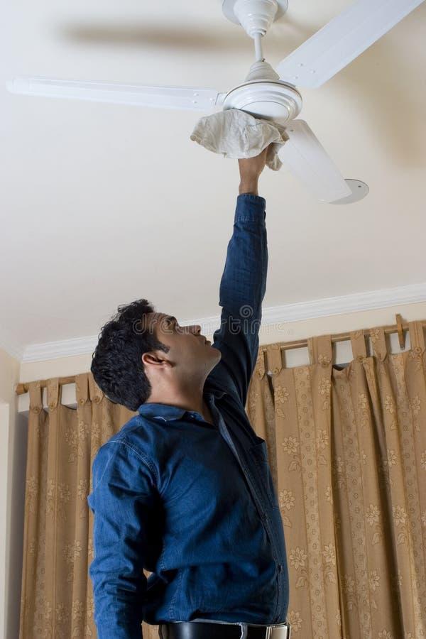 cleaning podsufitowy fan zdjęcie stock