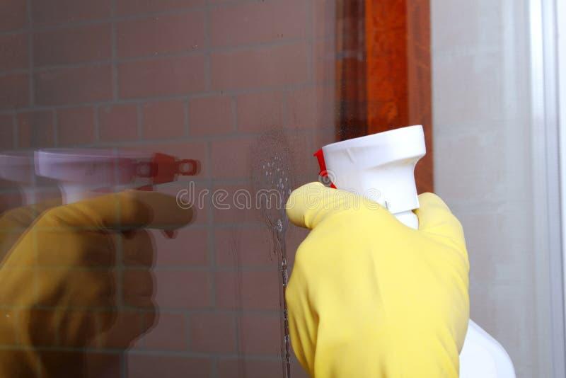 cleaninghandfönster fotografering för bildbyråer