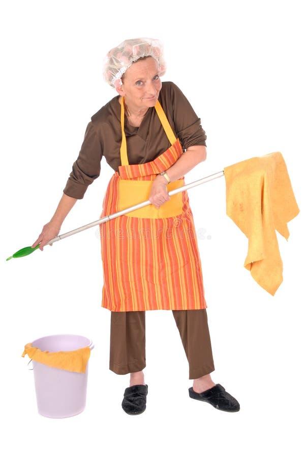 cleaninghemmafru royaltyfri foto