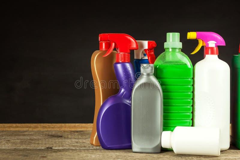 Cleansers домочадца детержентно Продажа химических продуктов Очищать в доме стоковое фото rf