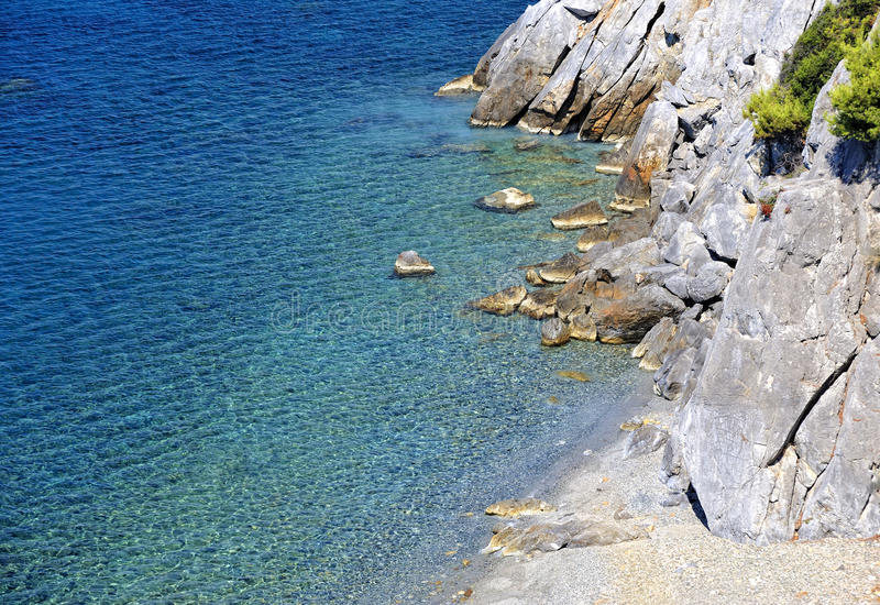 Download Clear Sea Water With Stones Stock Image - Image: 21080687