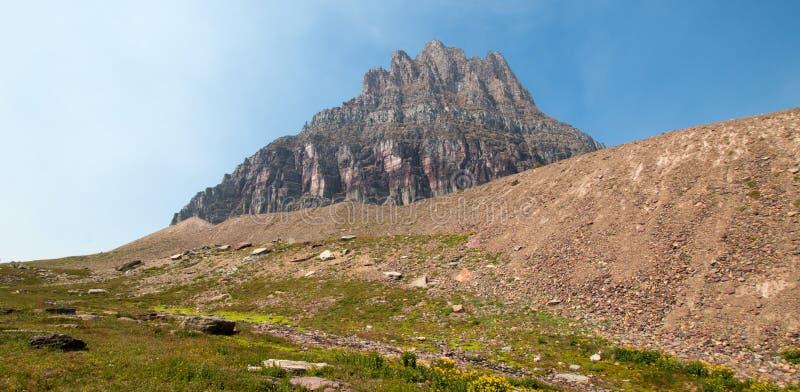 Clement Mountain comme vu de la traînée cachée de lac sur Logan Pass en parc national de glacier pendant les 2017 feux de chute a photographie stock